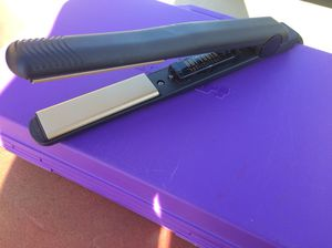 HOT TOOLS Hair straightener/flat iron for Sale in Taylorsville, UT