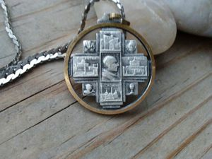 Round religious medal pendant and chain necklace. for Sale in Elgin, IL