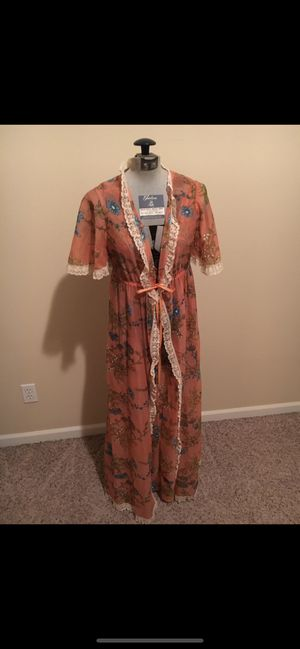 *Vintage '70's era nightgown with coordinating shawl* for Sale in Oregon City, OR