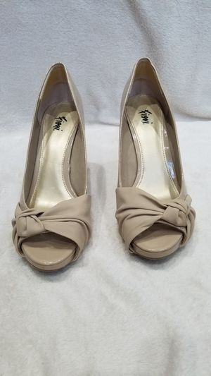 Women's Fioni tan faux patent leather high heel shoes, size 9 for Sale in Ithaca, NY