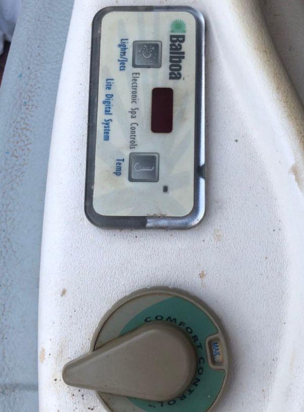 Must Drain And Pickup* Small Balboa Hot Tub
