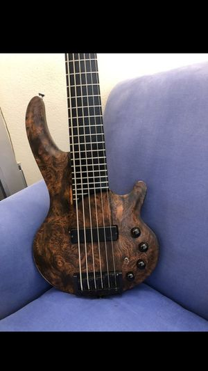 6 string bass perfect conditions almost new!! for Sale in Lake Worth, FL