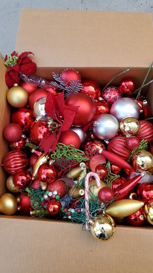 Free Christmas Accessories for Sale in Lake Elsinore, CA