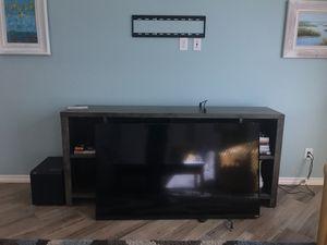 "Vizio 60"" Smart TV - E60-C3 with wall mount for Sale in Queen Creek, AZ"