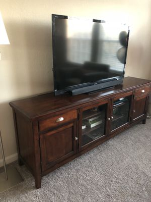 Tv/Media Stand (Solid Wood) for Sale in Chicago, IL
