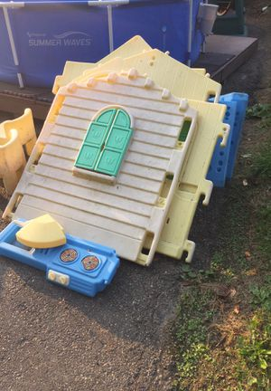 Kids play house and two chairs $15 for Sale in Homestead, PA