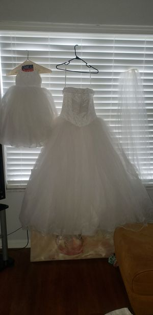 Reduced to sell! Wedding Dress size 12 and Flower Girl size 3 with lace headpiece veil for Sale in Eatonville, FL