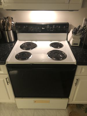 Whirlpool stove in excellent condition! for Sale in Pompano Beach, FL