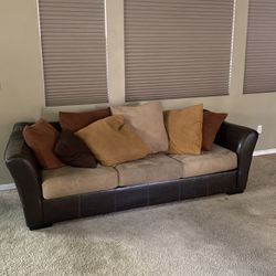 Couch W Fold Out Bed for Sale in Las Vegas,  NV