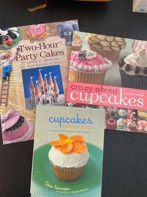 2 cupcake and 1 party cake cookbook for Sale in Shelbyville, TN
