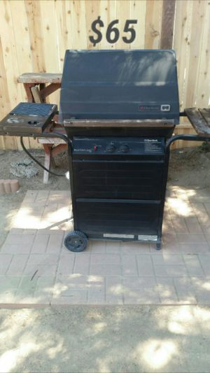 BBQ grill / comes with Black Cover for Sale in Clovis, CA