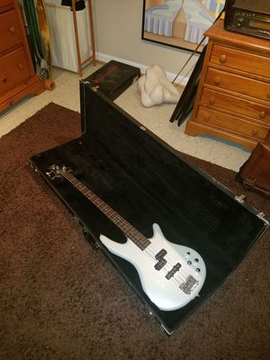 Hard shell bass case for Sale in Brookeville, MD