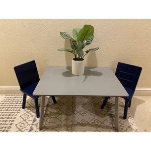 Child Table + Chairs for Sale in Clovis, CA