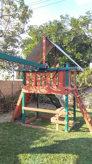 Back yard swing and outdoor slide set for Sale in Anaheim, CA