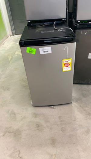 Frigidaire FFPA4422UM mini fridge 😱😱😱 for Sale in Houston, TX