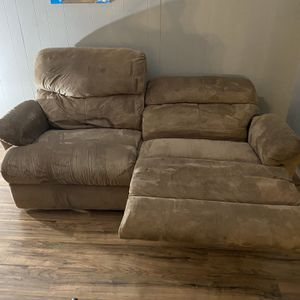 Brown Reclining Couch for Sale in Oregon City, OR