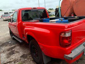Ford 2000 Ranger xlt for Sale in Miami, FL