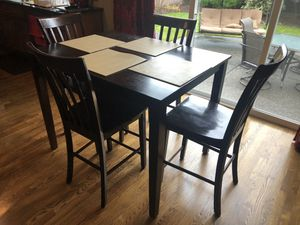 Nook table for 4 for Sale in Redmond, WA