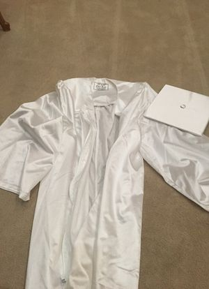 "Graduation Cap & Gown Set. White for female size 5'6""-5'8"" for Sale in Herndon, VA"