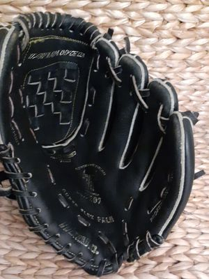 Tball baseball glove for Sale in San Diego, CA