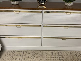 Long Dresser / Bedroom Set for Sale in Clackamas,  OR