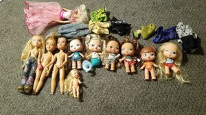 bratz and barbies for cheap for Sale in Las Vegas, NV