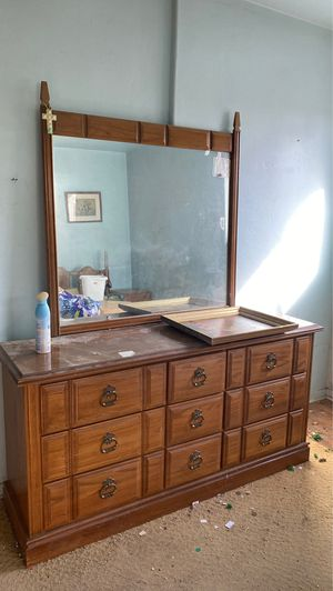 dresser and mirror for Sale in Sacramento, CA
