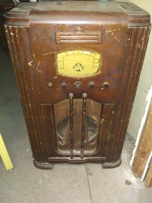3 ft. tall Radio for sale (antique? for Sale in Memphis, TN