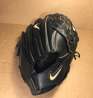 Nike Baseball Glove - Cowhide Leather- Right Handed Throwers for Sale in Peoria, AZ