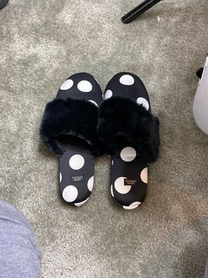 victoria secret slippers size 7-8 for Sale in Victorville, CA