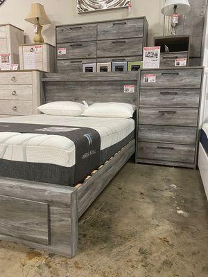 4 PC Bedroom Set (Queen Bed, Dresser Mirror and Nightstand), Grey for Sale in Downey, CA