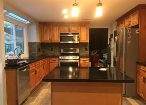 Kitchen and bath cabinets for Sale in Fontana, CA
