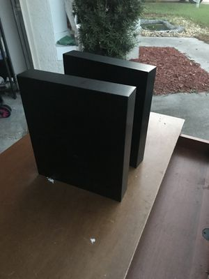 2 small shelves for Sale in Wesley Chapel, FL