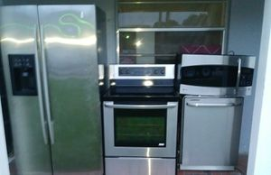 BEAUTIFUL STAINLESS STEEL KITCHEN APPLIANCES for Sale in West Palm Beach, FL