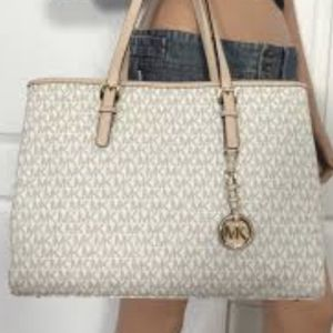 Jet Set Michael Kors XL Bag for Sale in Simi Valley, CA