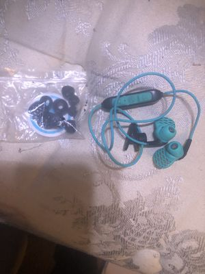 Bluetooth headphones for Sale in Woodville, CA