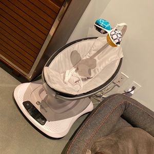 4 Moms Baby Swing for Sale in Los Angeles, CA