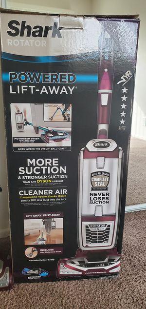 Shark Rotator Powered Lift-Away TruePet Bagless Vacuum (NV752) for Sale in Fullerton, CA