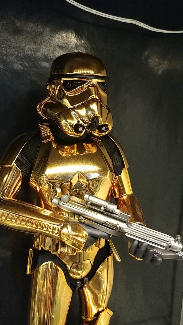 Hot Toys Collectibles Gold Chrome Stormtrooper 1:6 scale