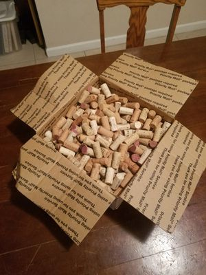500 Corks! Authentic cork, no plastic. Big lot, expensive wines. for Sale in Coral Gables, FL