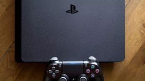 Ps4 with controller, Bluetooth headset and accessories for Sale in Miami, FL