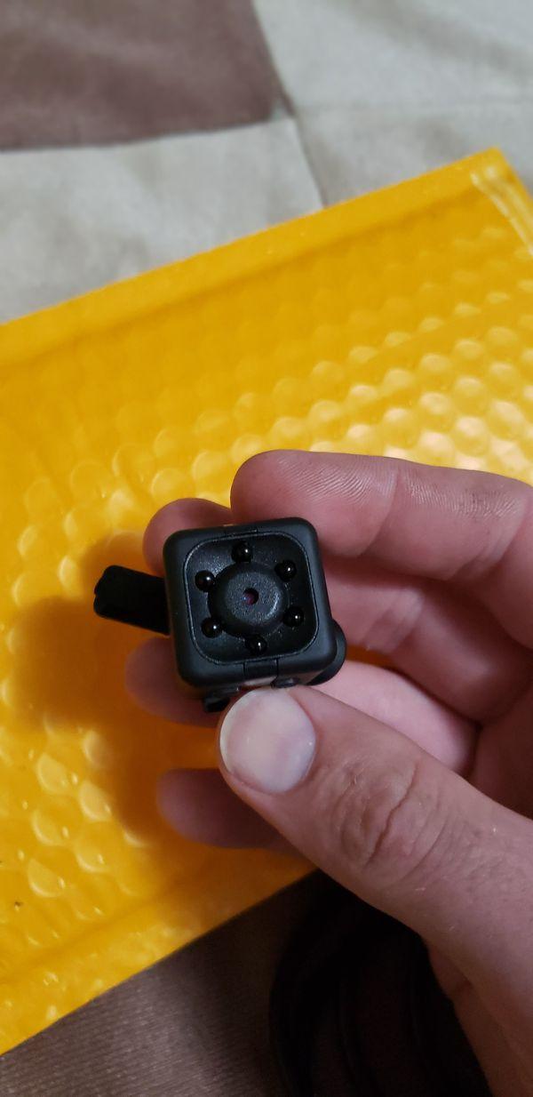 *NEW*mini hidden Camera W/ Cable, Clip