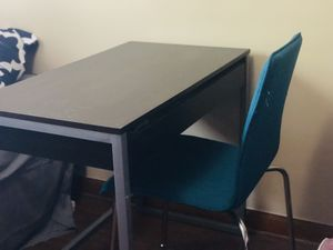Desk with Pullout Top Drawer for Sale in Columbus, OH