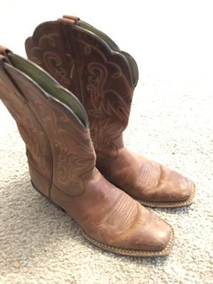 Ladies 6.5B Ariat boots for Sale in Dallas, TX