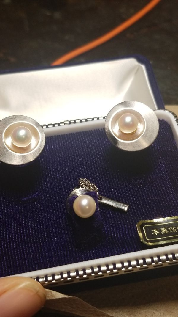 BEAUTIFUL STERLING SILVER WITH REAL FRESH WATER PEARLS CUFF LINKS WITH MATCHING PIN