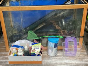 30 gallon fish tank/aquarium/stand & accessories for Sale in Lake Forest Park, WA