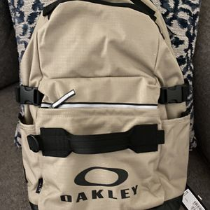 OAKLEY BACKPACK for Sale in San Diego, CA