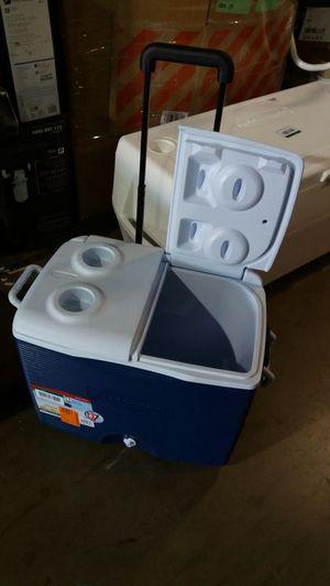 Rubbermaid 45 QT blue wheeled cooler for Sale in Phoenix, AZ