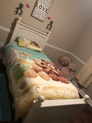 Twin Poster Bed for Sale in Boynton Beach, FL