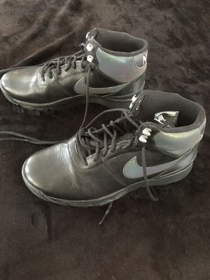 Women's Nike tennis shoe boots size 9 for Sale in Laurel, MD